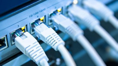 """¿Por qué es tan estrecha la """"banda ancha"""" en América Latina?"""